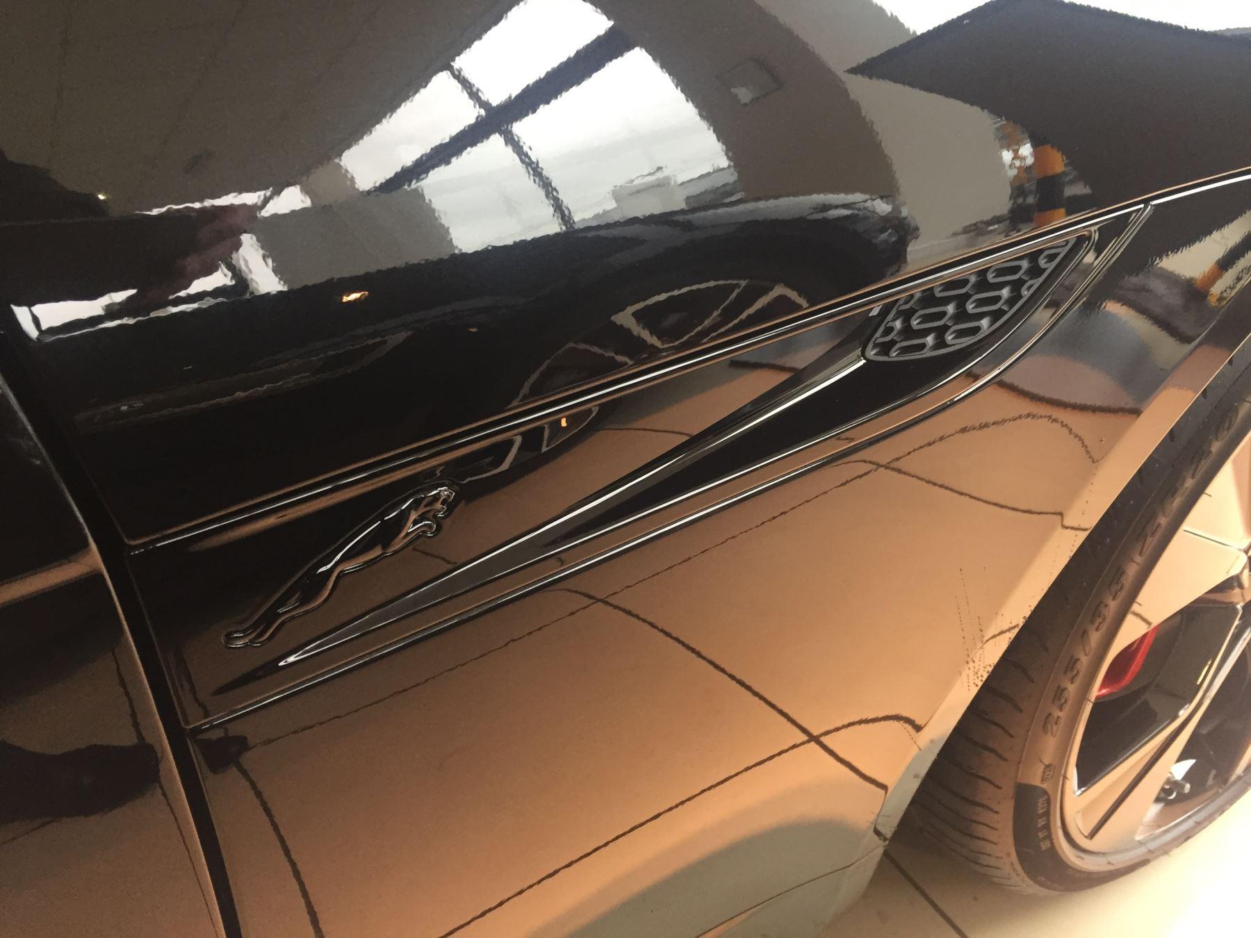 Jaguar F-TYPE 5.0 P450 Supercharged V8 R-Dynamic image 11